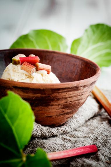 Rhubarb and custard ice-cream
