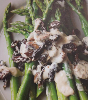 Asparagus and mushrooms with cheese sauce