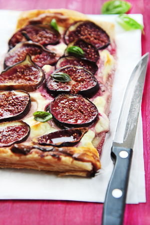 Fig, mascarpone and honey tart