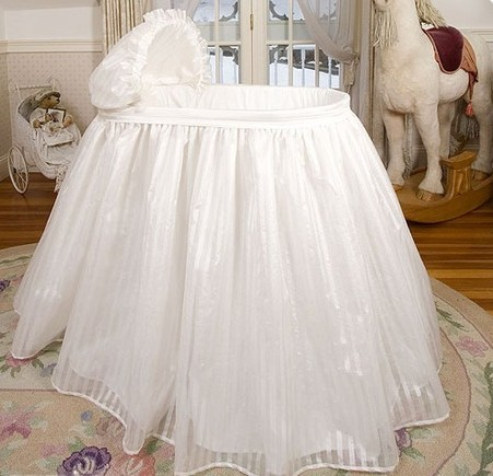 Bambini Bassinet with Linens