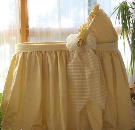 Greenwich Bassinet with Linens