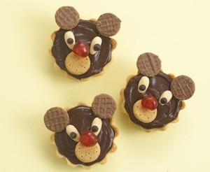 Chocolate teddy bear tarts
