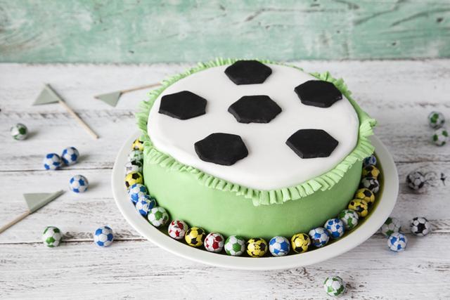 Soccer star cake