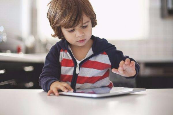 Use of technology in schools needs to be addressed, claims Senator Noone