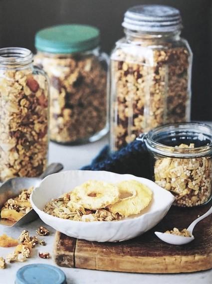 Pineapple, almond & coconut granola