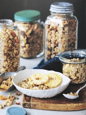 Pineapple, almond & coconut granola