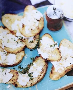 Ricotta, honey & thyme crostini