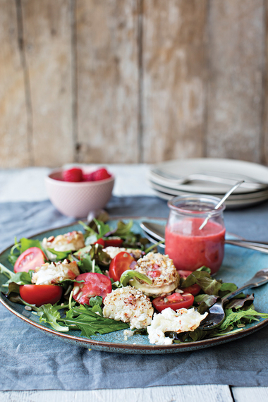 Goat's cheese salad with raspberry dressing
