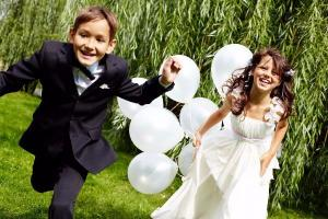 Here comes the bride! 6 really special ways to include the kids in your wedding